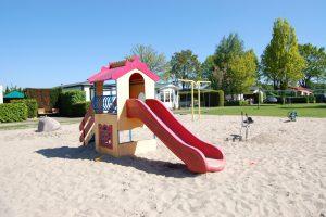 Caravanpark de Hofstee Nunspeet glijbaan speeltuin